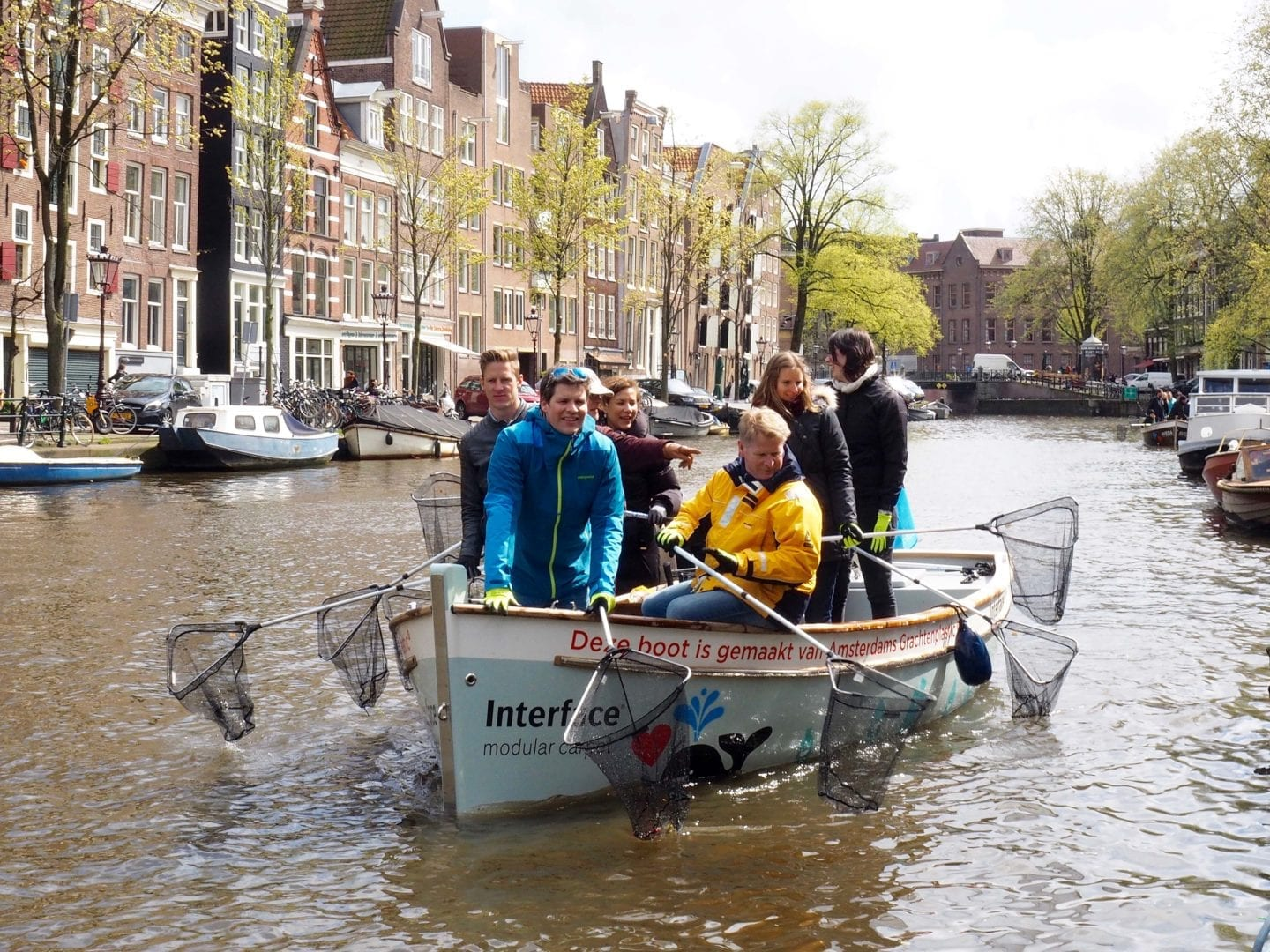Building boats from plastic litter… to fish for more waste